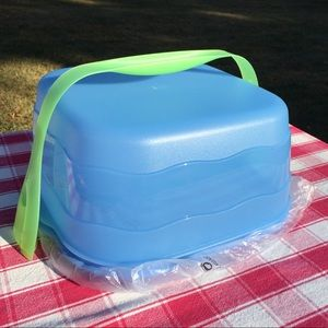 New Tupperware Square Cake Taker